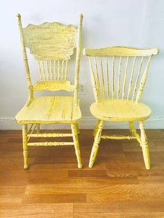Rustic Dining Chairs, Shabby Chic Chairs, Farmhouse Chairs, Shabby Chic Cottage, Rustic Table, Dining Chair Set, Rustic Farmhouse, Vintage Chairs, Vintage Wood