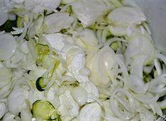 Sałatka szwedzka z ogórków na zimę - przepis ze Smaker.pl Pickling, Coconut Flakes, Preserves, Grains, Spices, Food, Kuchen, Chow Chow, Preserve