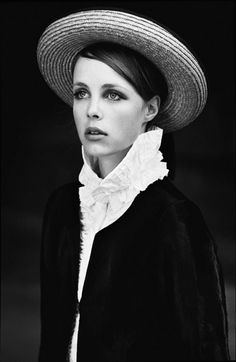 dustjacket attic: Sweet Jane (edie campbell by tim barber for muse) Muse Magazine, Magazine Images, Bebe Buell, Tim Barber, Aaron Johnson, Edie Campbell, The Last Shadow Puppets, Family Photo Album, Fashion Poses