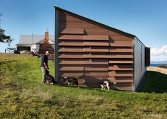 A house on a sheep farm in Tasmania by John Wardle Architects is the winner in the villa category at the World Architecture Festival. World Architecture Festival, Facade Architecture, Residential Architecture, Architecture Models, Australian Architecture, John Wardle, Bruny Island, Apex Roof, Sala Grande