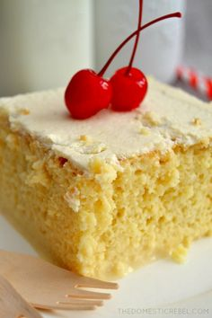 The Best (And Easiest) Tres Leches Cake - Cake Recipes French Vanilla Cake, Vanilla Cake Mixes, Just Desserts, Delicious Desserts, Easy Cakes To Make, Tres Leches Cake, Milk Cake, Gateaux Cake, Comida Latina