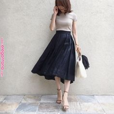 Dress to function Design, one designer piece of looks. Office Fashion, Work Fashion, Modest Fashion, Skirt Fashion, Fashion Dresses, Japanese Fashion, Asian Fashion, Uniqlo Style, Long Skirt Outfits