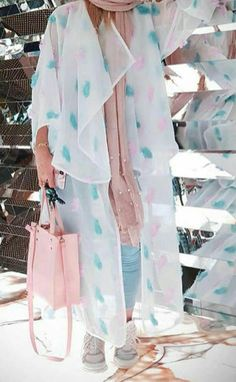 Girls Fashion Clothes, Women's Fashion Dresses, Girl Fashion, Abaya Fashion, Couture Fashion, Mode Simple, Sexy Gown, Iranian Women Fashion, Evening Dresses For Weddings