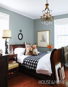 Digging the wall color. Tommy Smythe's bedroom, wall color Pigeon by Farrow & Ball, Michael Graydon foto - House & Home Dec 2009 ~ Winter Bedroom, Serene Bedroom, Beautiful Bedrooms, Home Bedroom, Bedroom Decor, Master Bedrooms, Bedroom Wall, Bedroom Ideas, Gray Bedroom