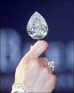 The De Beers 'Millennium Star' weighs in at a hefty carats, the diamond is a D-color, internally and externally flawless pear-shape. It is the second largest faceted D-Flawless diamond in the world (the carat De Beers 'Centenary Diamond' is the first). Gems Jewelry, I Love Jewelry, Diamond Jewelry, Jewelery, Jewelry Accessories, Fine Jewelry, Diamond Rings, Royal Jewels, Crown Jewels
