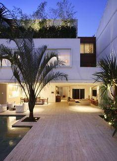 Beautiful Leblon House by Progetto Architetura & Interiores