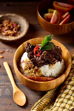 Indonesian Food Indonesian cuisine is one of the most vibrant and colourful cuisines in the world, full of intense flavour. Food Styling, Gourmet Recipes, Cooking Recipes, Indonesian Cuisine, Indonesian Food Traditional, Food Photography Tips, Malaysian Food, Food Design, Food Inspiration