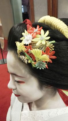 November 2015: maiko Katsuhina with custom kanzashi - maple leaves, chrysanthemums, ginkgo and pine needles (SOURCE)