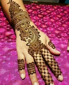 Latest Simple Arabic Mehndi Designs - Fashion For All Womens Henna Hand Designs, Eid Mehndi Designs, Traditional Mehndi Designs, Mehndi Designs Finger, Indian Henna Designs, Simple Arabic Mehndi Designs, Mehndi Designs For Beginners, Mehndi Designs For Girls, Mehndi Simple