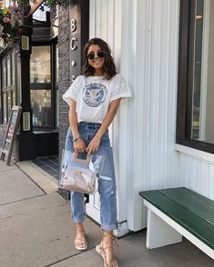 Mom jeans, baggy T-shirt and a flats would anyone out there wear? Denim Shorts Outfit, Summer Shorts Outfits, Short Outfits, Spring Outfits, Casual Outfits, Cute Outfits, Fashion Outfits, Outfit Summer, Style Fashion