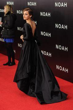 Emma Watson Robe Noire #décoleté V dos #longue traîne