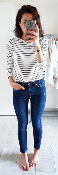 #spring #outfits woman in black and white striped long-sleeved shirt and blue denim pants. Pic by @madame.chaton