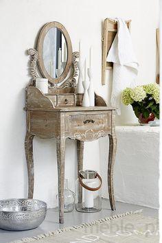 Bielona toaletka drewniana Adele
