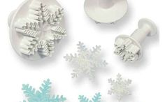 Add intricate snowflakes to winter themed cakes using this set of 3 Mini Snowflake Plunger Cutters by PME. Frozen Themed Birthday Cake, Disney Frozen Birthday, Themed Cakes, Decorating Tools, Cake Decorating, Snowflake Cutter, Plastic Cutter, Flower Cookies, Snowflake Designs