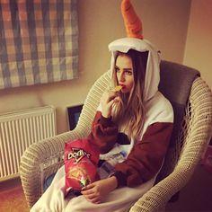 Hi I'm Olaf and I like warm hugs! #cozy #MovieNight ☺️ .... The carrot looks interesting lol! ⛄️
