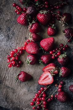 A German Breakfast That You'll Want To Wake Up For: Dutch Babies with Brandy Roasted Rhubarb & Strawberries - Christiann Koepke Fruit And Veg, Fruits And Veggies, Food Styling, German Breakfast, Memorial Day Foods, Fruits Images, Fruit Photography, Food Wallpaper, Food Photography