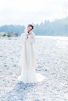 Herbstliche Hochzeitsmagie an der Isar KITTY FRIED http://www.hochzeitswahn.de/inspirationsideen/herbstliche-hochzeitsmagie-an-der-isar/ #wedding #bride #shooting