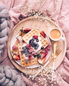 Mothers Day Breakfast, Breakfast Time, Breakfast Dessert, Delicious Desserts, Dessert Recipes, Best Tea, Pancakes And Waffles, Recipes From Heaven, Perfect Food