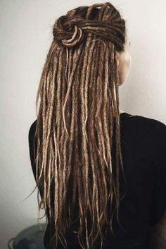 White Girl Dreads, Dreads Girl, Hippie Dreads, Hippie Hair, Dreads Styles For Women, Hair Styles, Extension Dreadlocks, Half Dreads, Beautiful Dreadlocks