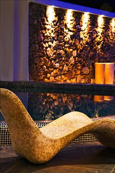 Marble recliner decorated with gold and white mosaic tiles inside the La Coupole Luxury Spa in Mykonos. Enjoy the Turkish Hamam, the Jacuzzi and the indoor pool. Mykonos Luxury Hotels, Luxury Suites, Luxury Spa, Hotel Suites, Hotel Spa, White Mosaic Tiles, Greece Hotels, Greece Holiday, Wellness Spa
