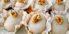 Aprenda a fazer o doce mais famoso em casamentos, ele é branquinho e delicado assim como o vestido da noiva. Receita de Camafeu de Nozes.