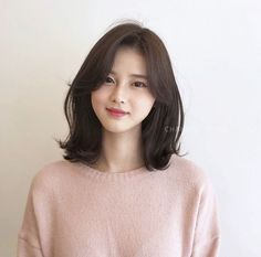Pin on ヘアスタイリング Korean Short Haircut, Korean Long Hair, Asian Short Hair, Medium Short Hair, Medium Hair Cuts, Medium Hair Styles, Curly Hair Styles, Korean Hairstyle Medium Round Faces, Short Hair Korean Style