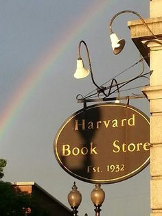 Hang an old fashion sign ('university book store') for premiums area I Love Books, Books To Read, Ma Usa, Book Shops, Trans Siberian, Cambridge Ma, Harvard University, Store Signs, Colleges