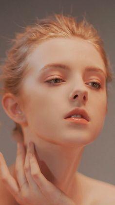 Gái Tây đẹp cardi b piercing neck - Piercing Beauté Blonde, Foto Art, Too Faced, Photo Reference, Portrait Inspiration, Female Portrait, Aesthetic Girl, Woman Face, Makeup Art