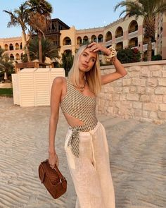 Last rays of winter sun. Abu Dhabi, Outfits For Mexico, Girl Fashion, Fashion Outfits, Fashion Clothes, Fashion Women, Fashion Ideas, Fashion Tips, Leonie Hanne