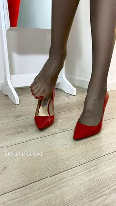 Red High Heels, Sexy Heels, Stiletto Heels, Pantyhose Heels, Stockings Heels, Fashion Tights, Fashion Shoes, Gorgeous Feet, Beautiful Legs
