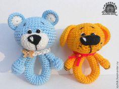 Вязаная погремушка. Мишка и Собачка - погремушка,вязаная погремушка,новорожденному Crochet Doll Pattern, Crochet Toys Patterns, Amigurumi Patterns, Stuffed Toys Patterns, Crochet Baby Toys, Baby Knitting, Knitted Dolls, Crochet Dolls, Baby Barn