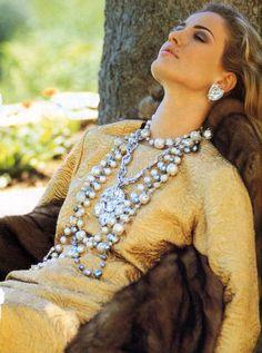Mode-l Karen Mulder 90s Fashion, Autumn Fashion, Fashion Rocks, Woman Fashion, Im Fabulous, 90s Models, Classic Elegance, Vintage Costume Jewelry, Vintage Jewelry