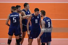 Italy's Ivan Zaytsev (R) celebrates with teammates after serving an ace during the men's semi-final volleyball match between Italy and USA at Maracanazinho Stadium in Rio de Janeiro on August 19, 2016, at the Rio 2016 Olympic Games. / AFP / Juan Mabromata
