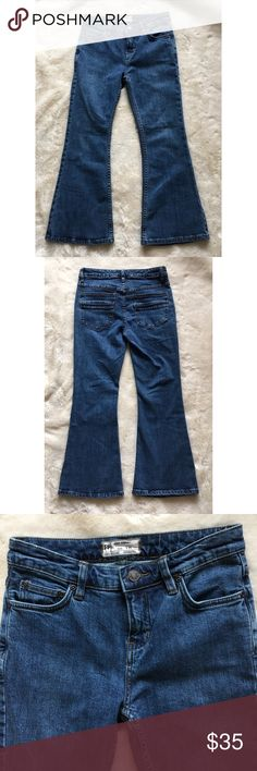 """NWOT Free People Denim Flare Jeans Medium Wash NEW WITHOUT TAG Free People Denim Flare Jeans Color: Medium Wash  Size: 25 Flare legs Line design on the back pocket Materials: • 96% Cotton • 3% Polyester • 1% Spandex Measurements:  • Waist: 14"""" • Inseam: 24"""" • Outseam (length): 34"""" • Leg opening: 9"""" • Front rise: 9.5"""" • Hips: 15.5"""" Free People Jeans Flare & Wide Leg"""