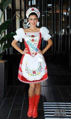 Most Beautiful Women, Beautiful People, Folk Costume, Costumes, Hungarian Women, Folk Fashion, People Of The World, Black Girls, Embroidery Designs