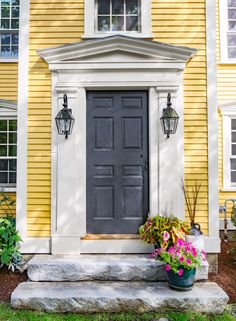 An artful restoration for a landmark front door Front Door Design, Entrance Design, Exterior Doors, Exterior Paint, Tan Walls, Yellow Houses, Front Steps, Front Entrances, Grand Entrance