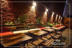 Un hermoso patio para disfrutar del aire libre. Grill Restaurant, Restaurant Design, Beer Garden, Cafe Bar, Brewery, Coffee Shop, Home Decor, Rustic Restaurant, Restaurant Patio