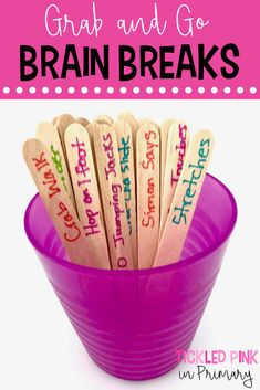 Put activities on popsicle sticks for quick brain breaks for your elementary classroom. Giving students fun brain breaks in the classroom, can actually improve their learning. Check out these quick brain breaks that you can just grab and go! 2nd Grade Classroom, Classroom Games, Future Classroom, Classroom Organization, Preschool Classroom Management, Year 3 Classroom Ideas, Kindergarten Classroom Decor, Brain Breaks For Kindergarten, Primary Classroom Displays