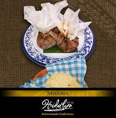 """""""Mixiotes: De carne de res, acompañados con cebolla morada y salsa de chile de árbol."""""""