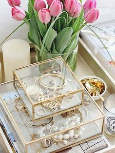 Awesome DIY Jewelry Box Plans for Men's and Girls - Home Decor Design Jewellery Storage, Jewelry Organization, Glass Shadow Box, Jewelry Box Plans, Cute Room Decor, Vanity Decor, Cool Ideas, Beauty Room, Home Living