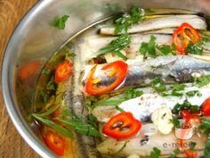 Sardine marinate Romanian Food, Sardinia, Thai Red Curry, Quiche, Seafood, Avocado, Cooking Recipes, Chicken, Ethnic Recipes