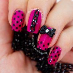 Polka dots and chain nails Get Nails, Love Nails, How To Do Nails, Pretty Nails, Hair And Nails, Crazy Nails, Dot Nail Art, Polka Dot Nails, Polka Dots