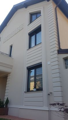 House Front Wall Design, Exterior Wall Design, Exterior House Siding, Modern Exterior Doors, Classic House Exterior, House Outside Design, House Gate Design, Village House Design, Exterior House Colors