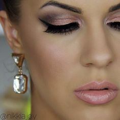 Naked 3 tutorial is uploading! Such pretty rose neutrals  @urbandecayofficial #makeup #naked3 #eyeshadow