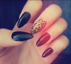 A leopard nails turns down the severity of black stiletto nails Black Stiletto Nails, Pointy Nails, Leopard Nails, Love Nails, How To Do Nails, My Nails, Nails Today, Almond Nails Designs, Nails Tumblr