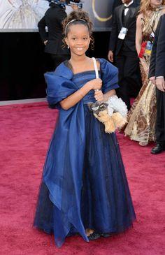 Quvenzhane Wallis Puppy Bag - Dog Purse At 2013 Oscars Wallis, Oscar 2013, Dog Purse, Formal Dresses, Wedding Dresses, Tote Handbags, Fashion News, Red Carpet, Oscars