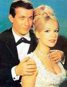 ❤️Μ οντερνα σταχτοπουτα Old Movies, Beautiful Actresses, Greek, Cinema, Singer, Actors, Bride, Elegant, My Love