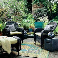 Easy Outdoor Room Idea Make Magic with a Carpet: A colorful area rug is one of the easiest ways to add luxury and demarcation to an outdoor space. This rug is paired with sumptuous furniture to achieve an elegant, fluid look. Wicker Furniture Cushions, Wicker Couch, Wicker Bedroom, Outdoor Wicker Furniture, Wicker Table, Garden Furniture, Wicker Trunk, Wicker Baskets, Outdoor Retreat