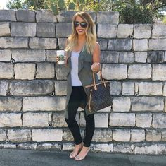 Fall neutrals outfit of the day! Follow @alexandrachammer on Instagram for more fashion, beauty and lifestyle posts! ♥
