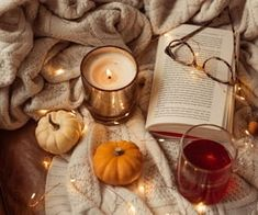 Autumn Aesthetic, Blue Aesthetic, Iphone Wallpaper Fall, Wallpaper Backgrounds, Pumpkin Carving, Pumpkin Spice, Christmas Aesthetic Wallpaper, Autumn Cozy, Through The Looking Glass